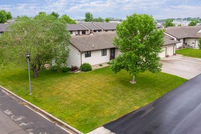 Bottineau County, Burke County, Divide County, McHenry County, McLean County, Mountrail County, Pierce County, Ramsey County, Renville County, Rolette County, Ward County, Wells County, Williams County Condo For Sale: 424 SW 32nd Ave, Unit A