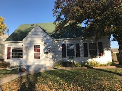 Bottineau County, Burke County, Divide County, McHenry County, McLean County, Mountrail County, Pierce County, Ramsey County, Renville County, Rolette County, Ward County, Wells County, Williams County Single Family Home For Sale: 1108 12th St NW