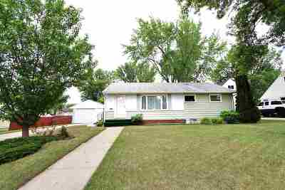 Bottineau County, Burke County, Divide County, McHenry County, McLean County, Mountrail County, Pierce County, Ramsey County, Renville County, Rolette County, Ward County, Wells County, Williams County Single Family Home For Sale: 411 17th Ave SW