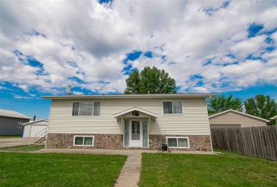 Bottineau County, Burke County, Divide County, McHenry County, McLean County, Mountrail County, Pierce County, Ramsey County, Renville County, Rolette County, Ward County, Wells County, Williams County Single Family Home Contingent - Hi: 1016 40th Street SE