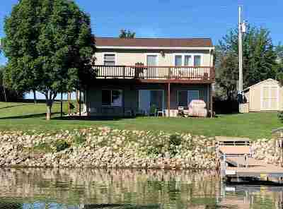 Bottineau County, Burke County, Divide County, McHenry County, McLean County, Mountrail County, Pierce County, Ramsey County, Renville County, Rolette County, Ward County, Wells County, Williams County Single Family Home For Sale: 1548 17th Av NW