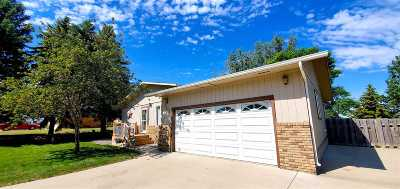 minot Single Family Home Contingent - Hi: 1420 SW 10th St.