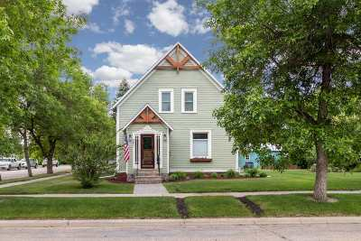 Bottineau County, Burke County, Divide County, McHenry County, McLean County, Mountrail County, Pierce County, Ramsey County, Renville County, Rolette County, Ward County, Wells County, Williams County Single Family Home For Sale: 301 NE 2nd St
