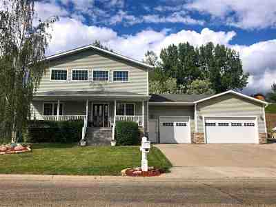 Minot Single Family Home For Sale: 1404 Golden Valley Lane