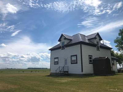 Bottineau County, Burke County, Divide County, McHenry County, McLean County, Mountrail County, Pierce County, Ramsey County, Renville County, Rolette County, Ward County, Wells County, Williams County Single Family Home For Sale: 7717 NW 3rd Ave NW