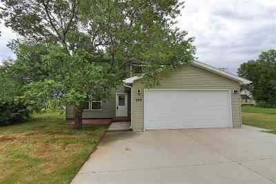 Bottineau County, Burke County, Divide County, McHenry County, McLean County, Mountrail County, Pierce County, Ramsey County, Renville County, Rolette County, Ward County, Wells County, Williams County Single Family Home For Sale: 402 1st Ave