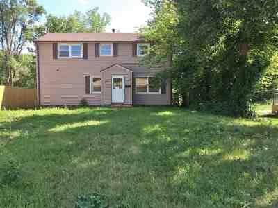 minot Single Family Home For Sale: 724 Burdick Expy E