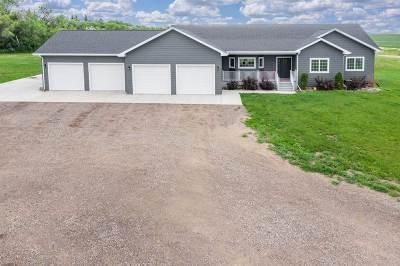 Minot Single Family Home For Sale: 8400 NE 5th Avenue