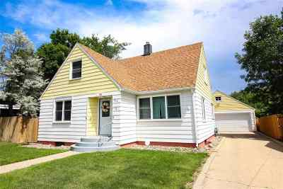 minot Single Family Home Contingent - Hi: 806 13th St NW
