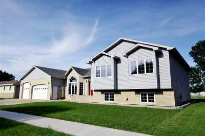 Minot Single Family Home For Sale: 409 21st St SW