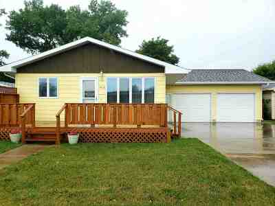 Minot Single Family Home For Sale: 1426 2nd St SE
