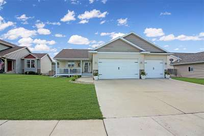 minot Single Family Home Contingent - Hi: 2713 Academy Rd
