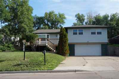 Minot Single Family Home For Sale: 405 12th Ave NE