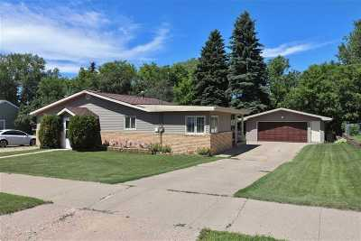 Minot Single Family Home For Sale: 306 15th Ave SW
