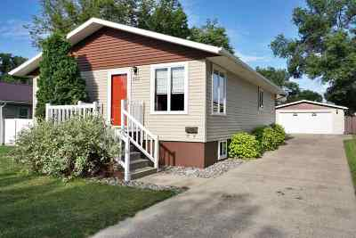 Minot Single Family Home For Sale: 421 NW 20th St