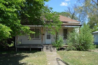 Single Family Home For Sale: 909 Valley St