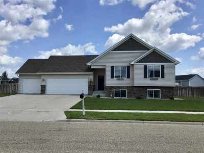 Minot Single Family Home For Sale: 2817 Grey Eagle Pass NW