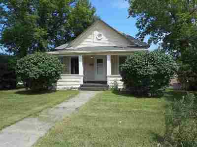 Minot Single Family Home For Sale: 525 Valley St