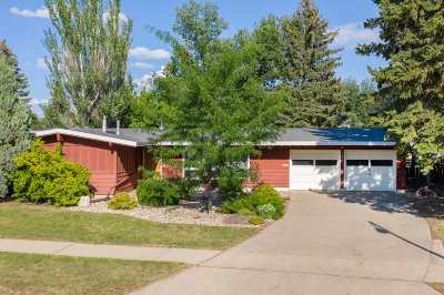 Minot Single Family Home For Sale: 105 SW 28th St
