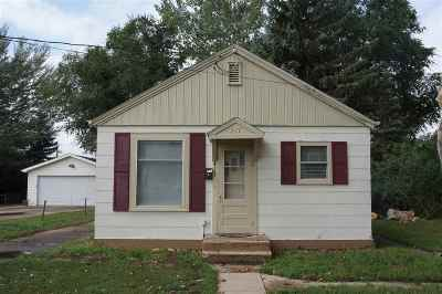 minot Single Family Home For Sale: 417 1st St NW