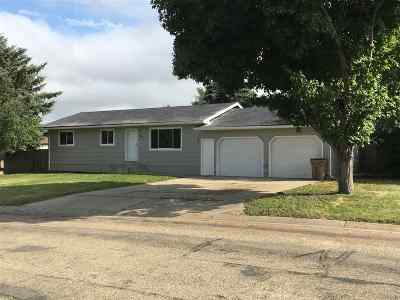 Minot Single Family Home For Sale: 901 25 1/2 Ave NW