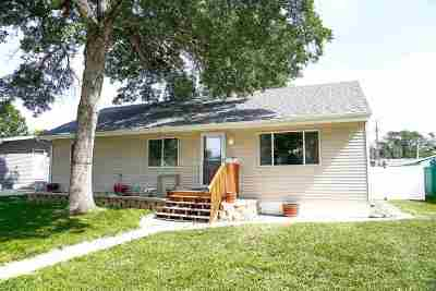 Minot Single Family Home For Sale: 201 SE 18th St