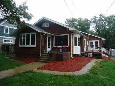 Minot Single Family Home For Sale: 210 7th St NW