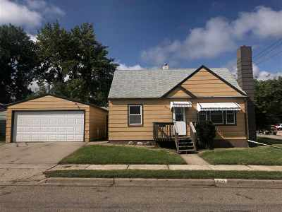 Minot Single Family Home For Sale: 902 Park St SW