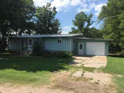 Minden NE Single Family Home For Sale: $79,900