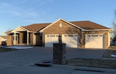 Kearney Single Family Home For Sale: 307 E 52nd Street