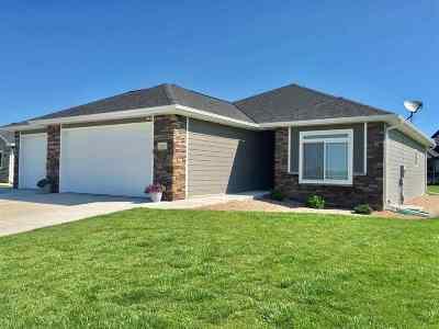 Kearney Single Family Home For Sale: 1012 Remington Drive