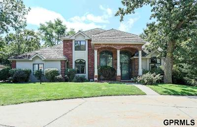Council Bluffs Single Family Home For Sale: 811 Birchwood Circle