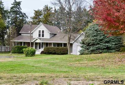Pottawattamie County Single Family Home For Sale: 21254 Applewood Road
