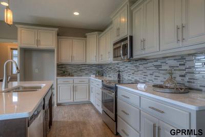 Springfield Single Family Home New: 1025 Hazel Lane