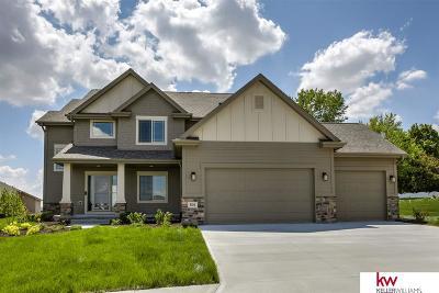 Gretna Single Family Home For Sale: 501 Locust Street