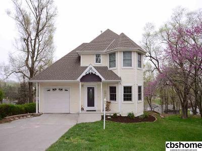 Louisville Single Family Home For Sale: 312 Oak Street