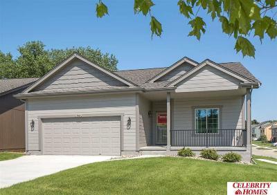 Gretna Single Family Home For Sale: 18817 Robin Drive