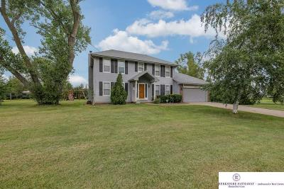 Springfield Single Family Home For Sale: 18014 Cottonwood Lane