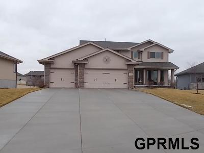 Gretna Single Family Home For Sale: 21314 Castlerock Lane