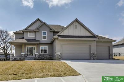 Gretna Single Family Home For Sale: 517 Sherwood Drive