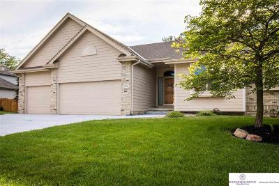 Papillion Single Family Home For Sale: 1208 Macarthur Drive