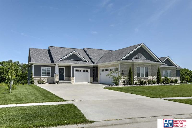 Amazing 3100 W Covered Bridge Drive Lincoln Ne 68523 Listing Home Interior And Landscaping Elinuenasavecom