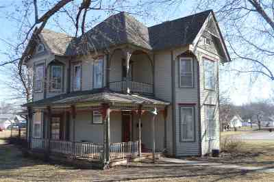 Single Family Home Active - Pending/Contingency: 211 William Street