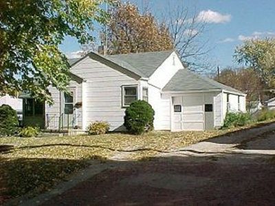Single Family Home For Sale: 1615 Courthouse Ave.