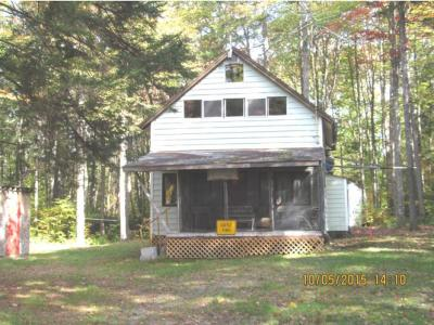 Essex County Single Family Home Active Under Contract: 559 Loop Road