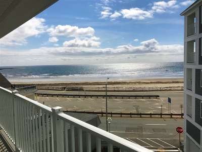 Hampton Condo/Townhouse For Sale: 377 Ocean Boulevard #16