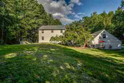 New Boston Single Family Home For Sale: 44 Lincoln Dr