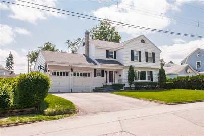 Nashua Single Family Home For Sale: 110 Blossom Street