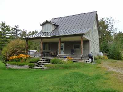 Orleans County Single Family Home For Sale: 68 Cottage Lane