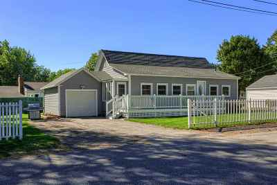Nashua Single Family Home For Sale: 1 New Hampshire Avenue